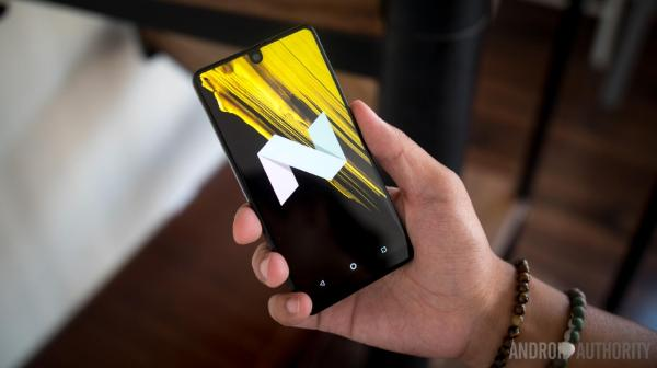 骇科技丨安卓之父Essential手机上手图赏:异形全面屏长这样