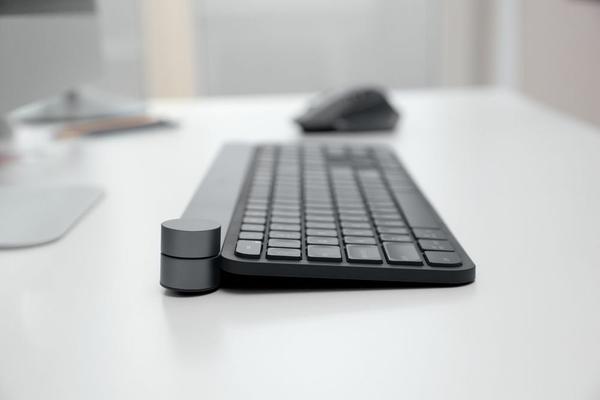 骇科技丨这把罗技键盘 会是设计师的效率助手