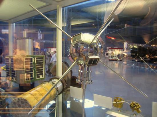 骇科技丨首颗太阳能卫星发射60年,将继续在轨道游荡数百年
